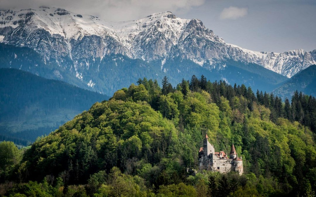 14 pictures of Bran Castle to inspire you to photograph it in all seasons